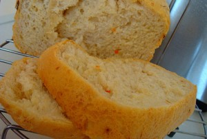 Хлеб с кунжутом и сыром в хлебопечке